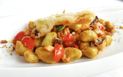 Gnocchetti di patate ed erbe aromatiche in intingolo di piovra
