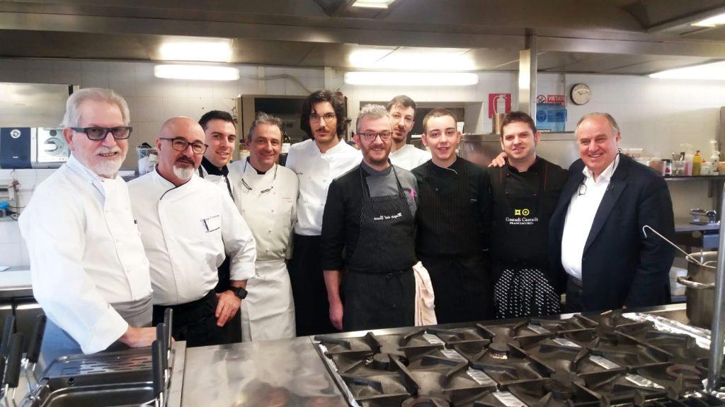 Alcuni chef di Ristoranti Regionali in cucina per il corso tenuto da Sergio Mei.
